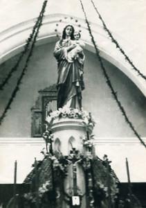 Фигура Матери Божьей с Младенцем в часовне Базилики Рождества Пресвятой Девы Марии, г. Шилува.