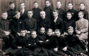 Учащиеся гимназии им. Т. Рейтана, 1930 г. Во втором ряду второй слева - Казимир Свёнтек.