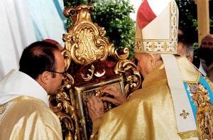 Каранаванне абраза Маці Божай Шкаплернай у Гудагаі             кардыналам Казімірам Свёнткам
