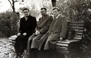 Рамуальд  Крамплеўскі з кс. Станіславам Рыжко і кс. Казімірам Свёнткам.   Пінск  1968 г.
