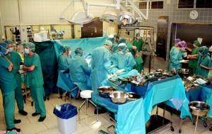 pacjent po przeszczepie obu rak