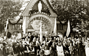 В праздник Воздвижения Святого Креста с епископом Пинским Казимиром Букрабой,  сентябрь 1934г.