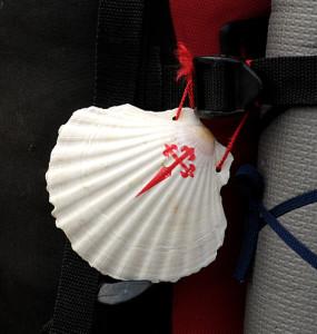 Ракушки  на рюкзаках –  символ  паломника  и  св. апостола Иакова