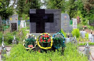 Братская могила на городском кладбище в Барановичах, где покоится прах ксендза Винцента Кураса