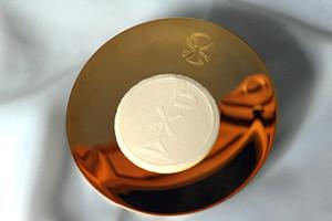 Патэна – літургічнае начынне, на якім знаходзіцца хлеб для кансэкрацыі падчас св. Імшы.