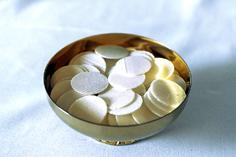 Камуніканты – круглы белы хлеб, які на святой Імшы пераўтвараецца ў Цела Езуса Хрыста, якое вернікі спажываюць падчас абраду  святой Камуніі.