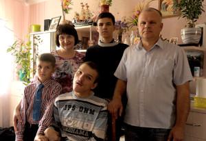 Сям'я  Бацкалевічаў у поўным складзе – тата з мамаю  і трое сыноў – Максім, Мацвей і Ромка.