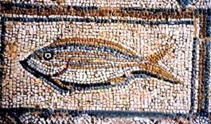 """Рыба – адзін з найбольш вядомых хрысціянскіх сімвалаў. Сам Збаўца  карыстаўся ім шмат разоў. З лоўляю рыбы Езус параўноўваў апостальства. Рыба сімва-лізавала людзей, """"злоўленых"""" сецямі Добрай Навіны."""