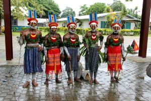 Студенты Университета Слова Божиего (г. Маданг)  в традиционных нарядах горцев.