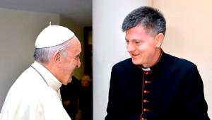Апостальскі нунцый Антэ Ёзіч з Папам Францішкам