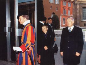 Доктар Ванда Пултавска з мужам у Ватыкане