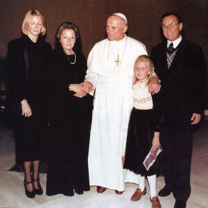 Свяцейшы Айцец з Ежы Клюгерам, яго жонкай, дачкою і ўнучкай