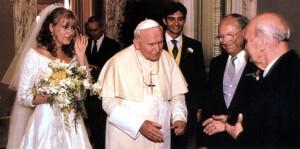 Папа падчас шлюбу ўнучкі Ежы Клюгера